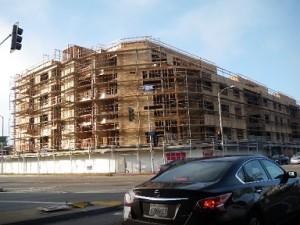 木造造りの5階建ての基礎工事